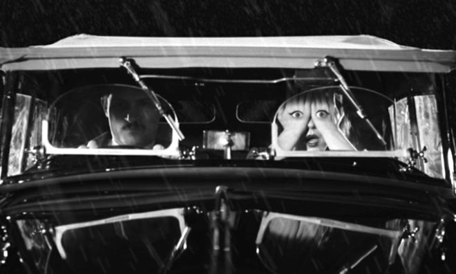 La fuite en voiture du couple voleur - au coeur des ombres