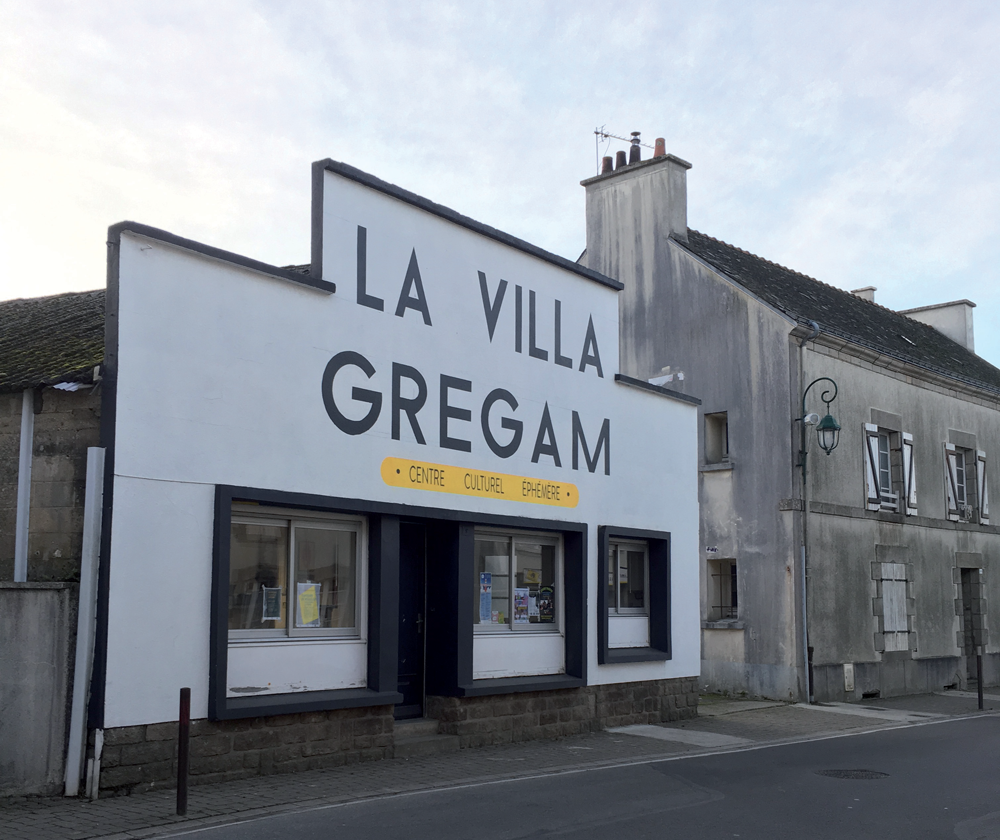 Ancien garage devenu centre culturel éphémère - villa gregam- Sorties de secours