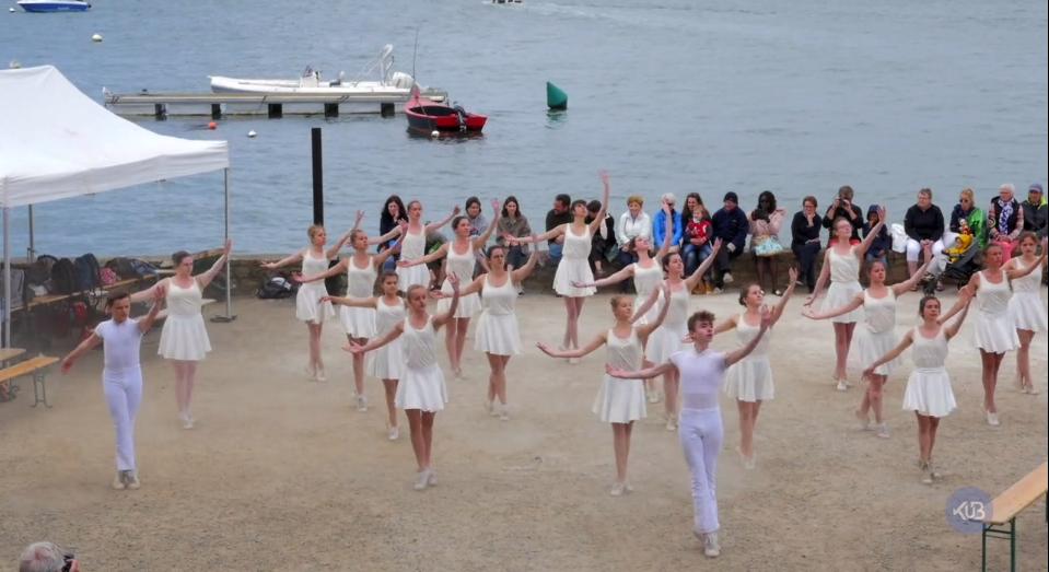 élèves lors de la représentation walk! on the wild side, festival plages de danse