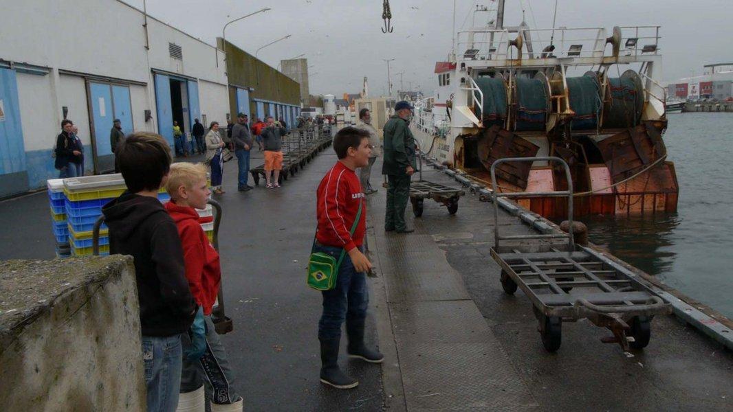 sur le rebord du monde Herve Drezen Lowan et Mathieu quai débarquement