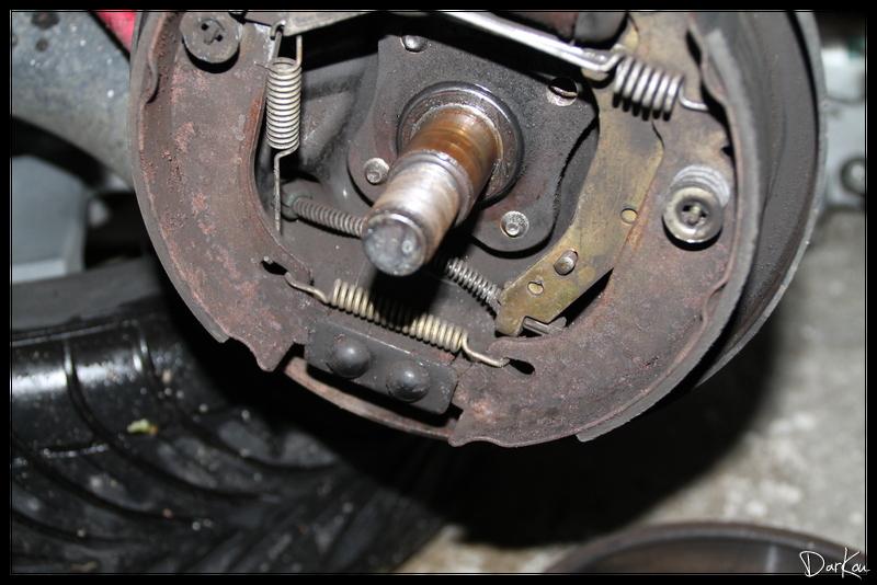 changement-des-cables-de-freins-a-main-sur-clio-2-05