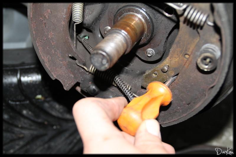 changement-des-cables-de-freins-a-main-sur-clio-2-06