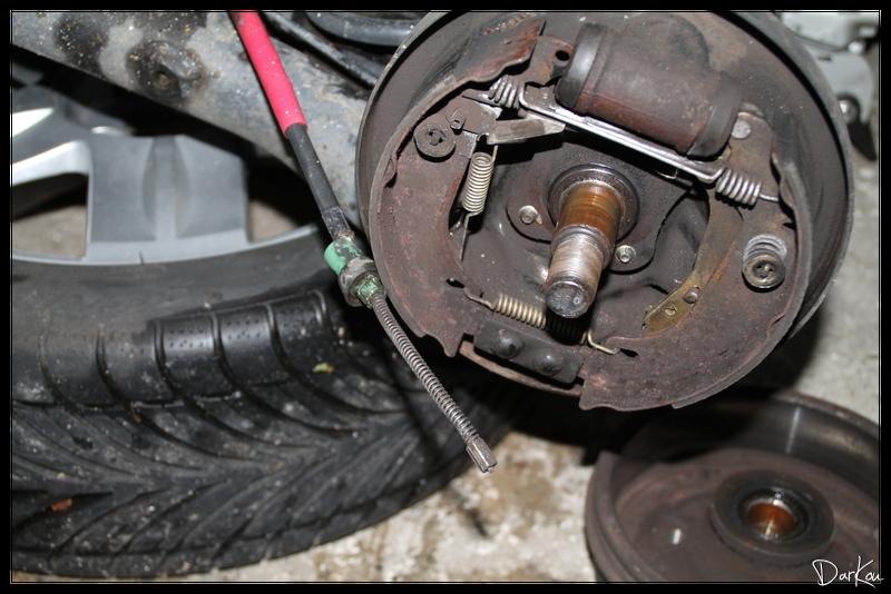 changement-des-cables-de-freins-a-main-sur-clio-2-07