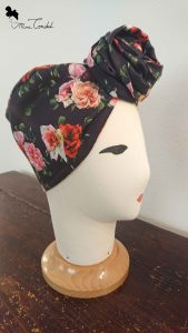 Turbante nero con rose, stile rosetta