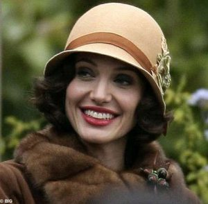 Cappello Cloche, Angelina Jolie