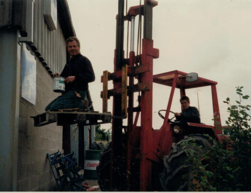Mortier_1996 - Serge et Jérémie sur élévateur