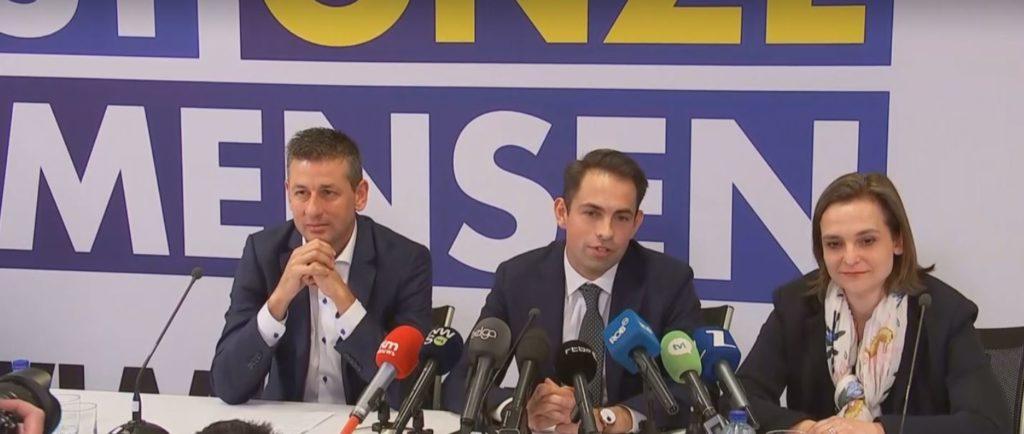 Tom Van Grieken van Vlaams Belang tijdens de persconferentie na zijn verkiezingsoverwinning in 2019.