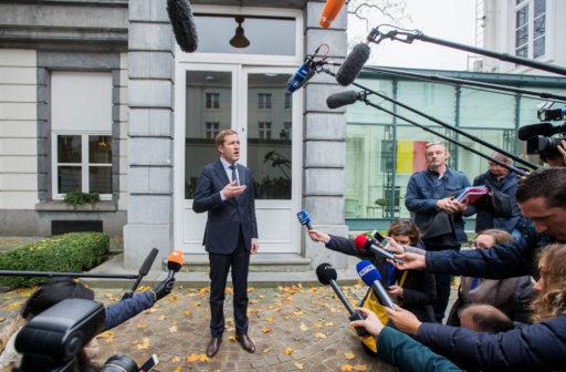 Burgeroorlog bij PS: Magnette zoekt hartstochtelijk naar formules op links
