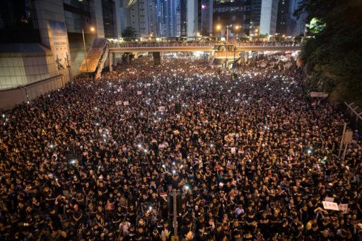Twee miljoen Hongkongse demonstranten krijgen niet wat ze willen: leider blijft aan en wet niet ingetrokken