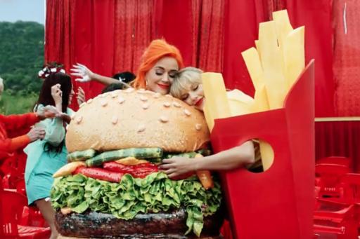 Taylor Swift en Katy Perry sluiten vrede en schitteren samen in clip voor lgbt-gemeenschap