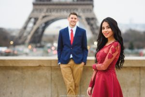 Love Photosession at the Eiffel tower. Paris photographer