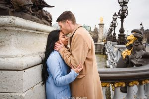 Lovestory photographer in Paris. Alexandre 3 bridge photo session