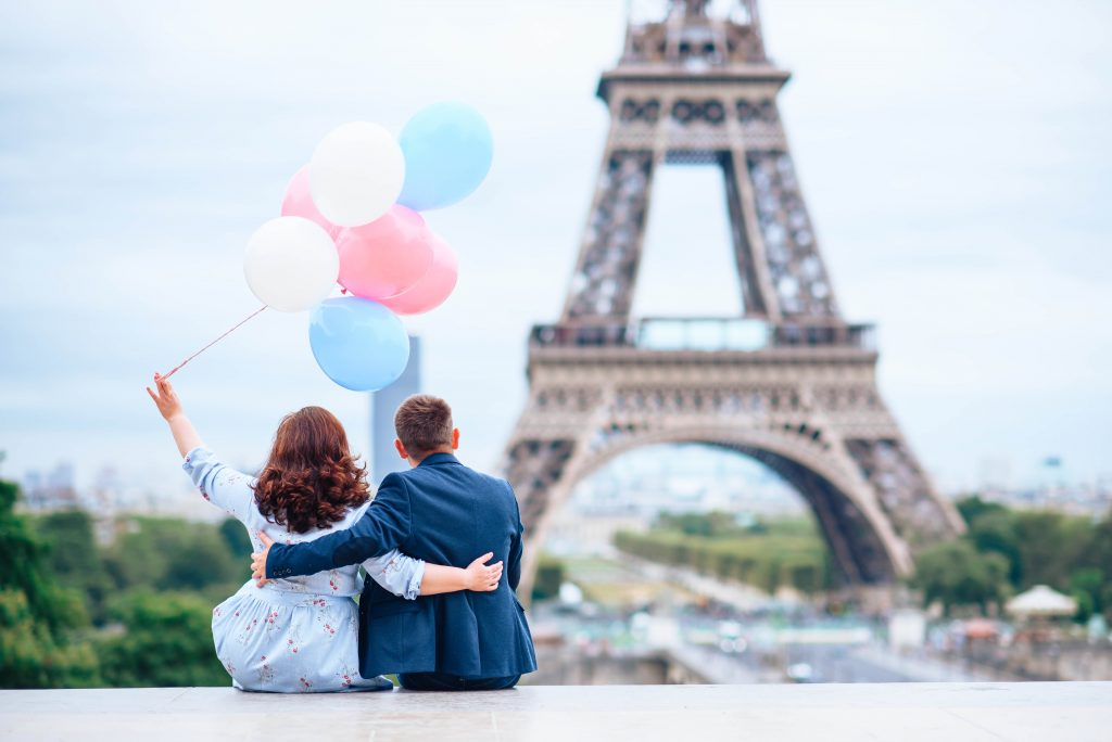 фотосессия в Париже. Эйфелева башня и шарики