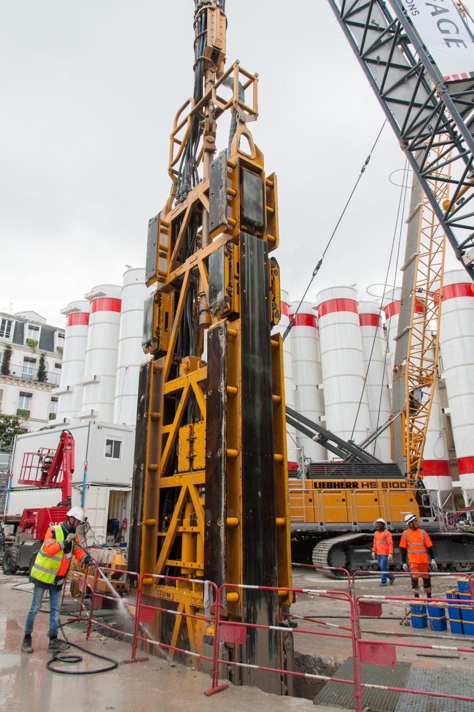 """Engin de chantier appelé """"cutter"""", qui va permettre de creuser les panneaux de sparois du puits de chantier."""
