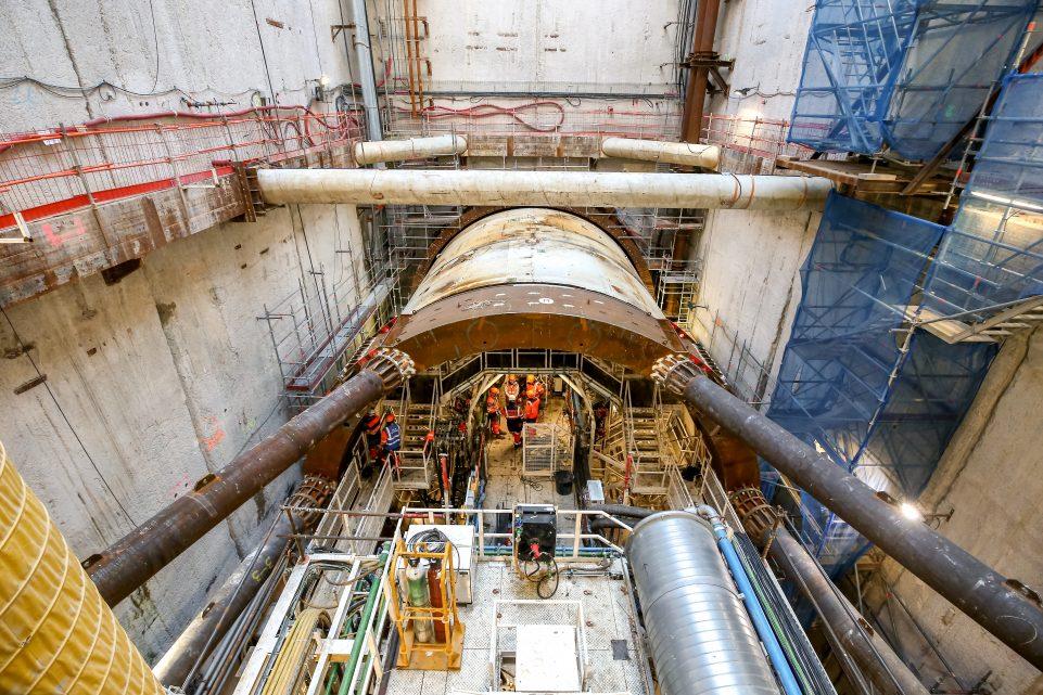 Vue du tunnelier depuis le fond du puits