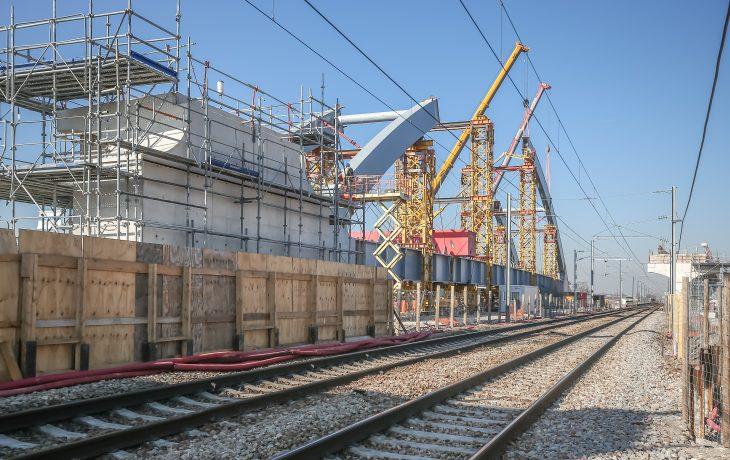 Découvrez le chantier du pont de raccordement entre les voies existantes et la future ligne E