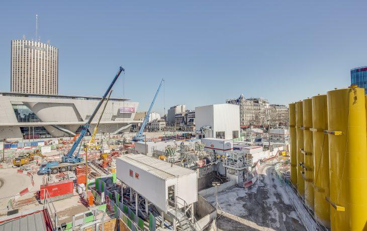 Les travaux à Porte Maillot en images : le terrassement de la gare à ciel ouvert a commencé au niveau du puits frontal