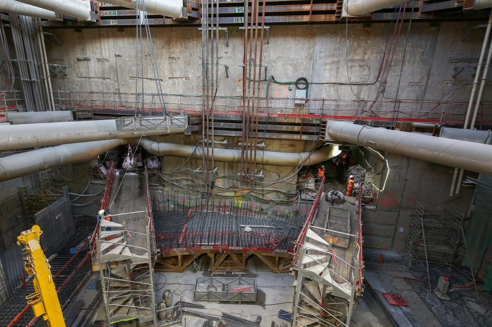 partie souterraine du puits travaux, préparation du tunnel ou passera le tunnelier