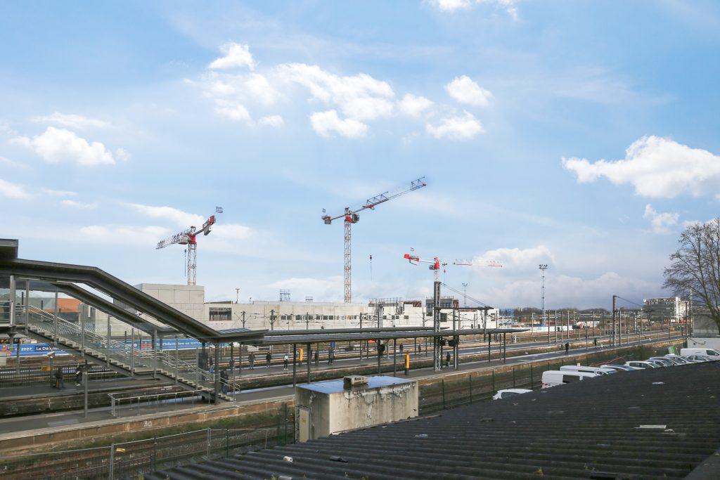 Centre de Commande Unifié vu de la gare de Pantin
