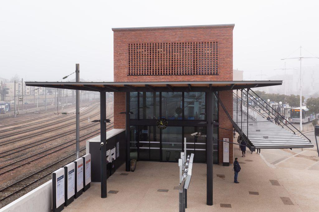 Vue du nouveau BV sud avec le pôle multimodal bus coté Mantes-la-ville