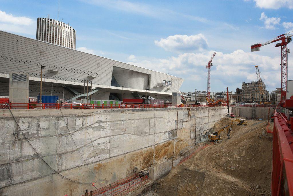 Réalisation du terrassement de la gare à ciel ouvert de la Porte Maillot