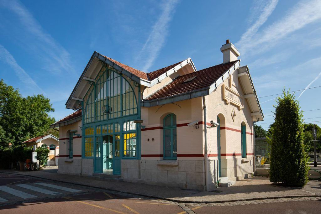 Quais et bâtiment voyageurs rénovés