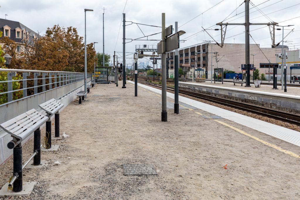 Travaux de réhaussement et prolongement des quais de la gare