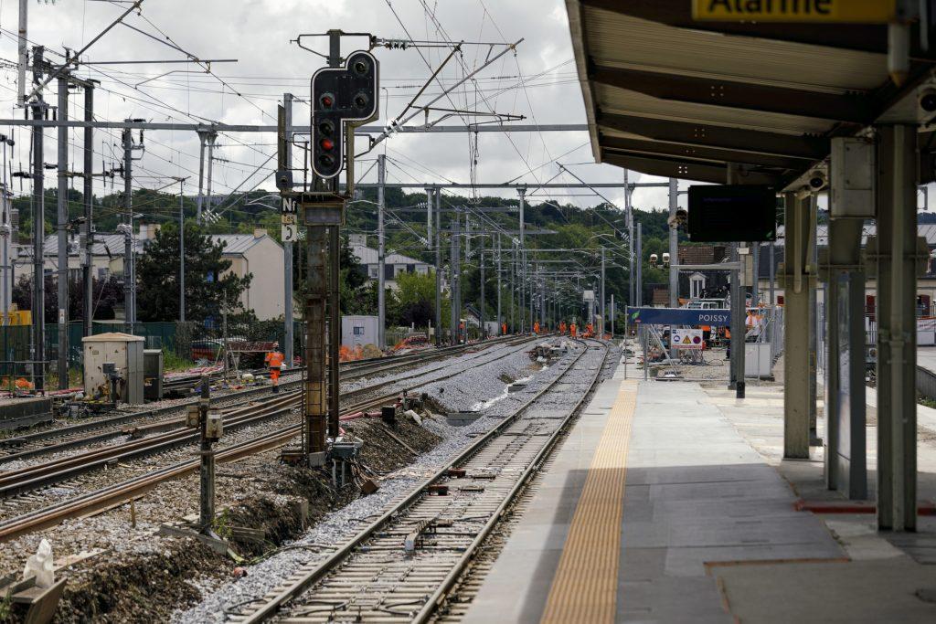 Travaux de prolongement de la voie 2bis en entrée de gare de Poissy depuis Mantes