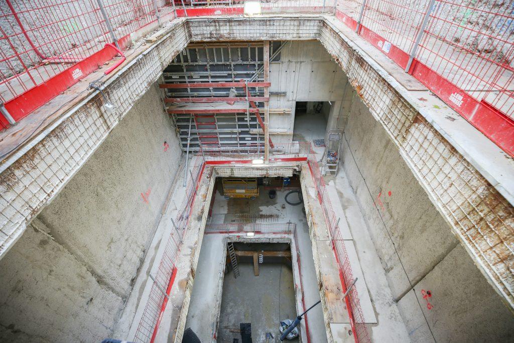 Vue de l'intérieur du puits avec la réalisation des étages en sous-sol.