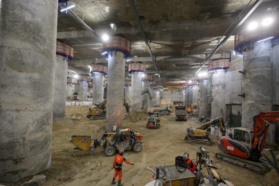 Vues sur la nouvelle RER E à La Défense et les engins de creusement