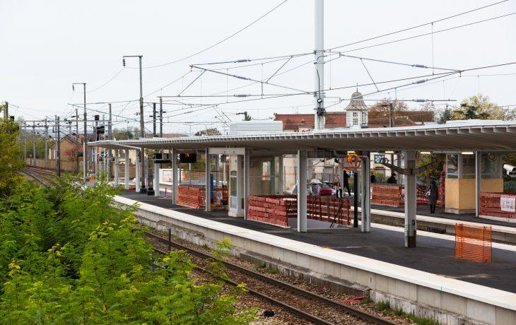 Les quais de la gare des Mureaux ont revêtus leur nouvel enrobé