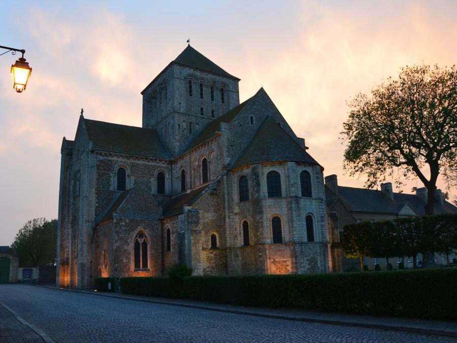 Abbaye à la tombée de la nuit ® David Crepin Cote Ay Cotentin Tourisme