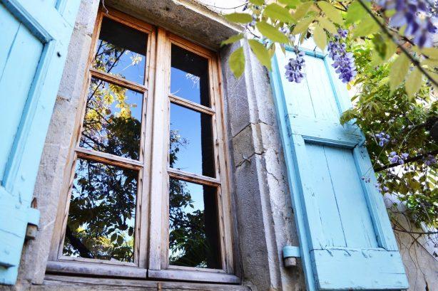 La Vieille Maison - Halte Gourmande - fenêtre de la facade plein sud