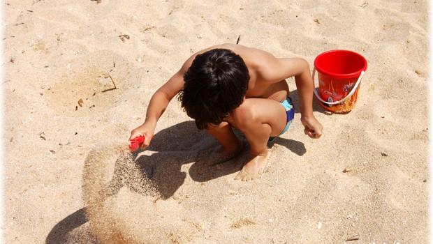 bambini-sulla-spiaggia-Pescara