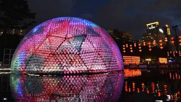 hongkong-lanterna-bottiglie-plastica-subcity
