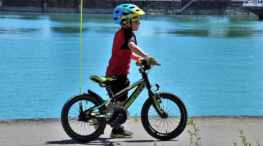 bambino-in-bicicletta