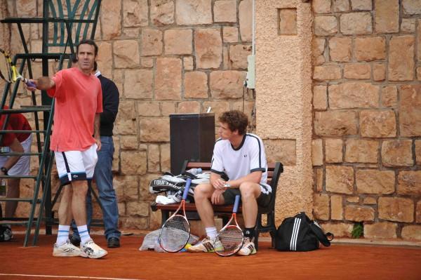 Alex Corretja a disputé 2 finales à Roland-Garros.