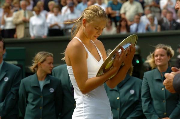 Maria Sharapova est la dernière joueuse à avoir gagné Wimbledon après avoir également remporté un tournoi préalable sur gazon. C'était en 2004. Le fait reste donc rare, et il l'est à peine moins chez les hommes.