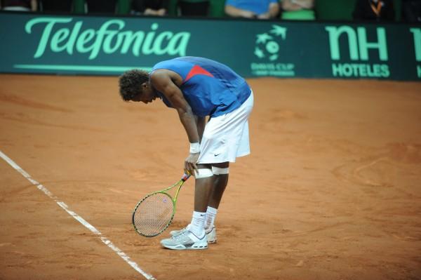 Battu par De Bakker pour sa première sélection en coupe Davis en 2009, Gaël Monfils avait déclaré avoir sous-estimé le poids du maillot. Une mésaventure que Lucas Pouille veut éviter.