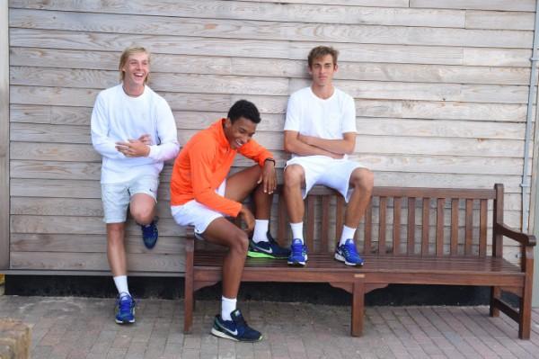 """Belle complicité entre les trois """"pépites"""" du tennis canadien : Denis Shapovalov, Félix Auger-Aliassime et Benjamin Sigouin."""