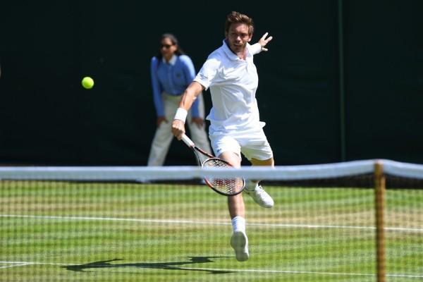Nicolas Mahut est l'archétype du joueur plus à l'aise sur gazon, surface sur laquelle il a remporté ses 4 titres.