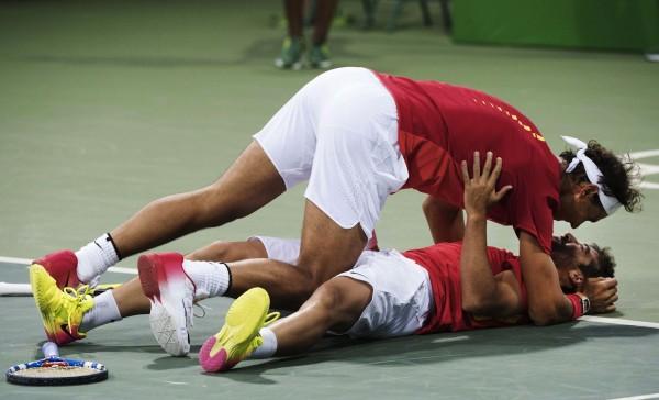 Une célébration de joie qui rappelle celle de Roger Federer et Stan Wawrinka en 2008. Ou quand l'amitié se met au service des valeurs de l'olympisme.