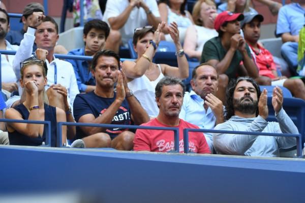 Le clan de Lucas Pouille hier lors de son succès face à Rafa avec Clémence Bertrand, sa petite amie, Pascal Valentini, son co-préparateur physique, Emmanuel Planque (son coach) et Ugo Colombini (son agent).