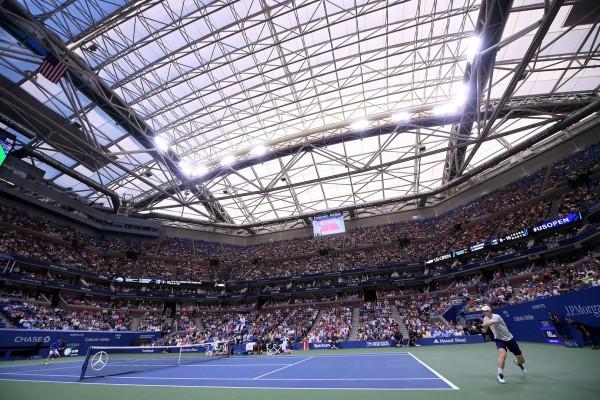 Au milieu du 2è set, l'énorme toit du Stadium Arthur-Ashe s'est refermé. Et Murray, lui aussi, s'est renfermé.