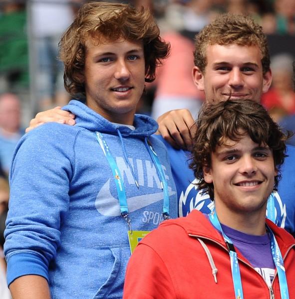 Lucas avec ses amis Grégoire Barrère (en b.) et Mathias Bourgue en 2012 à l'Open d'Australie.