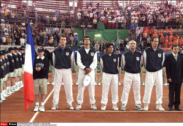 "TENNIS:DAVIS CUP;FRANCE VS HOLLANDE FRENCH TEAM. ""CIACCIA PHOTOGRAPHE"" FRANCE NIMES SPORT TENNIS ""COUPE DAVIS"" EQUIPE ""FRANCE NATIONALITE"" ""PAYS BAS NATIONALITE"" ""JOUEUR PROFESSIONNEL FONCTION"" ""IMAGE NUMERISEE"""