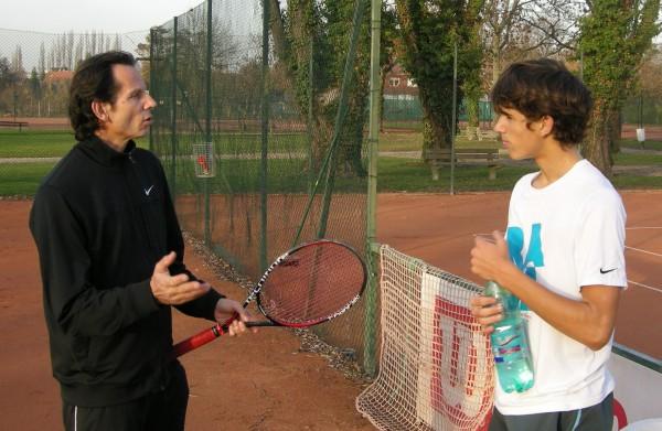 Jean-Roch Herbert a formé de A à Z son fils sur le plan tennistique. Il lui a notamment inculqué cette culture du jeu de double qui le caractérise.