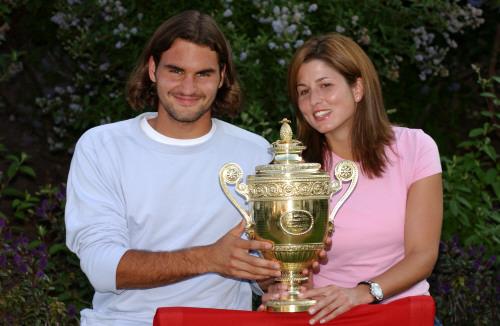 Roger aux côtés de Mirka lors de sa première victoire en 2003.