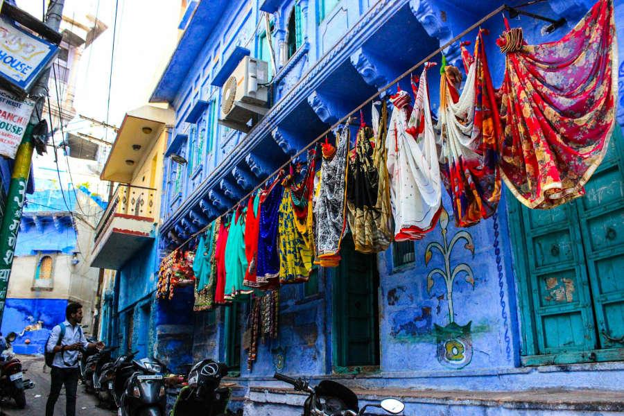 Jour 6: Jodhpur - Salawas - Découverte de la ville bleue du Rajasthan (20Km/30m)