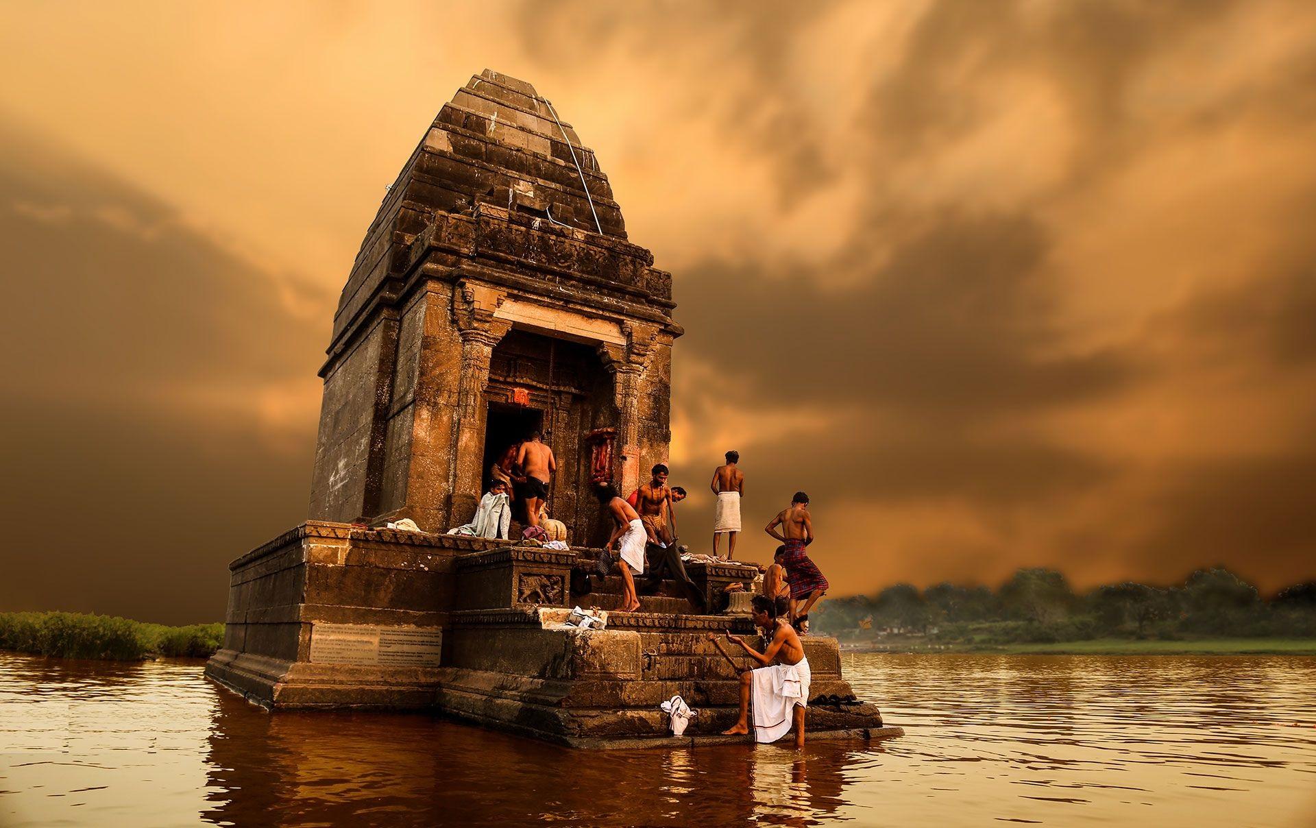 Jours 6 : Mandu – Maheshwar (80 km - 2h de route)